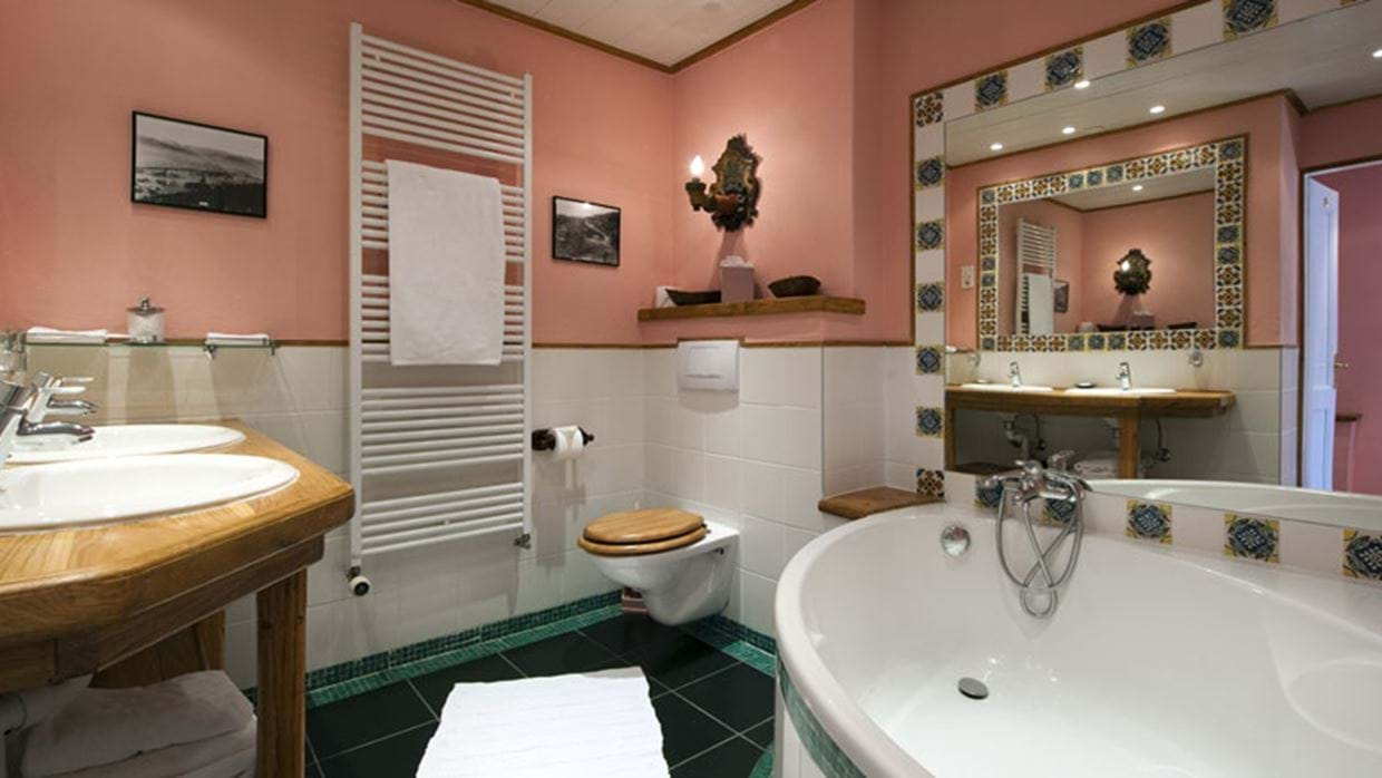 9851648bathroom-1-2.jpg