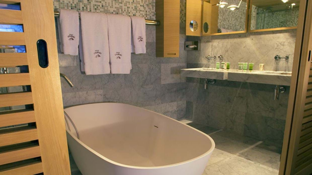 875056bathroom-2.jpg