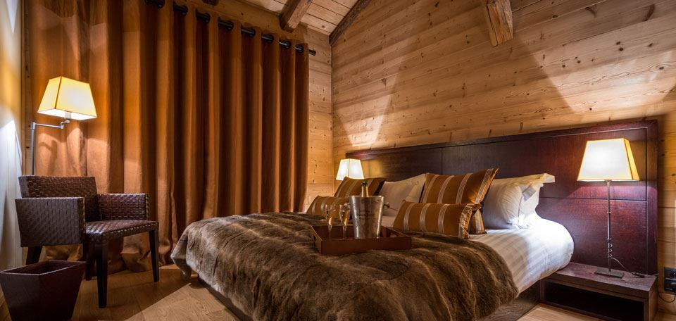 Chalet bedroom with champagne