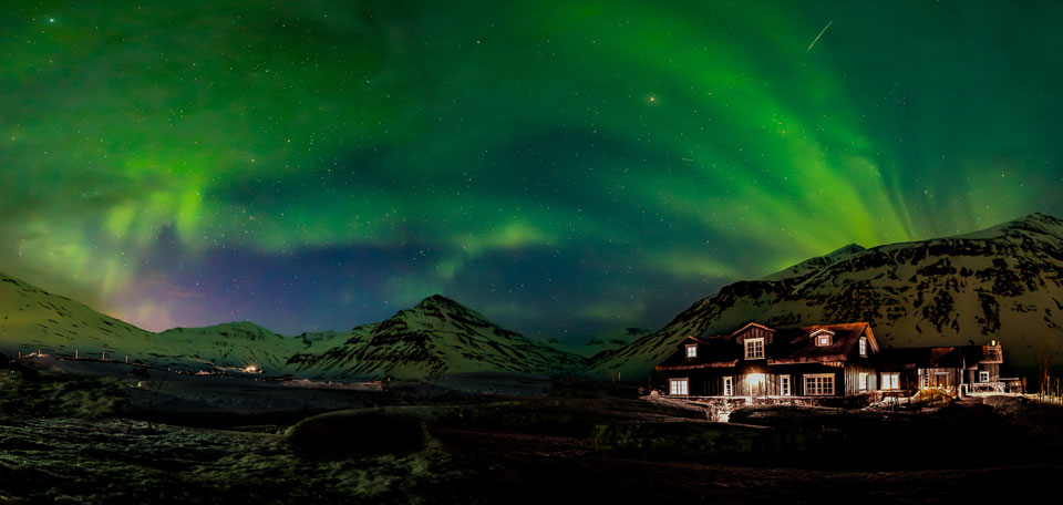 iceland heli ski northern lights img