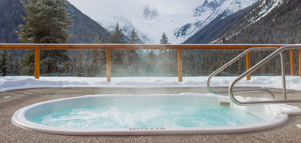 canada luxury heli ski hot tub img