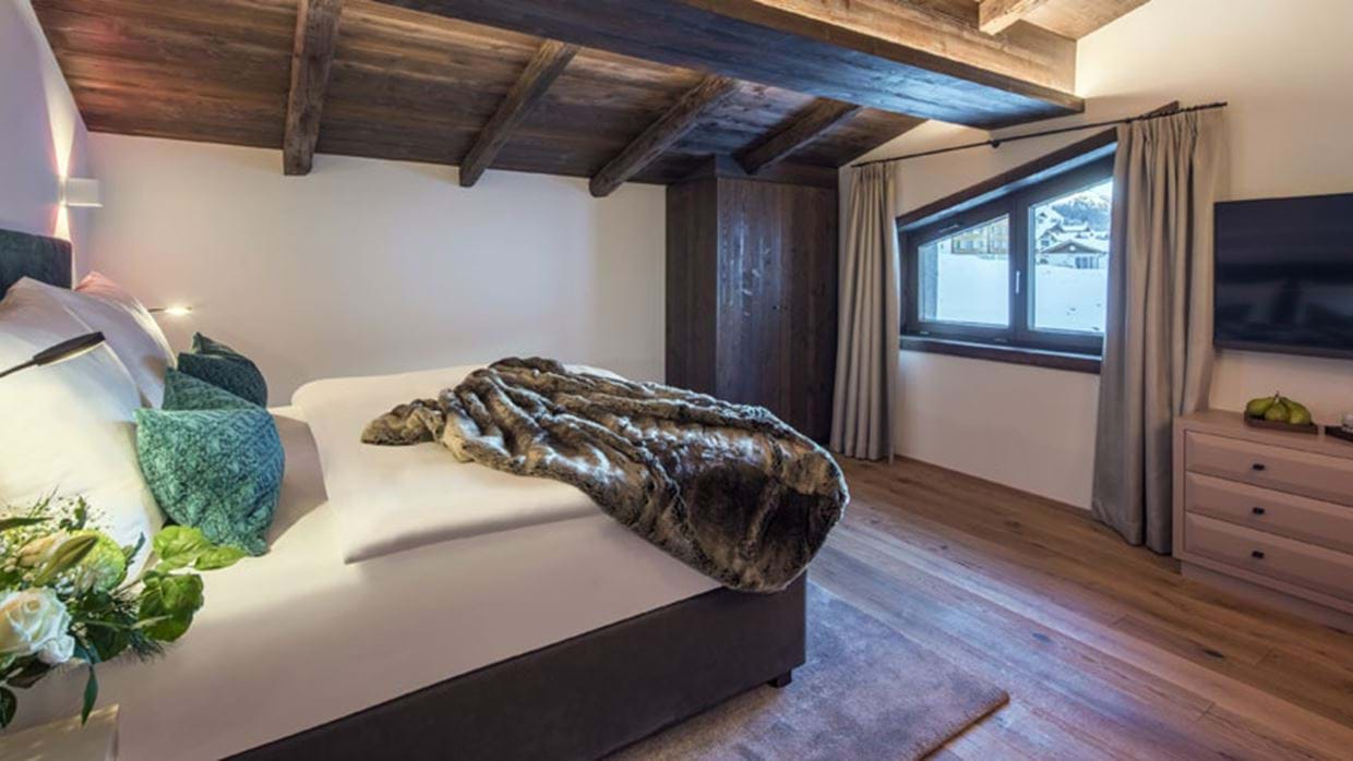 Nidus Penthouse Lech Luxury Ski Bedroom 5 img.jpg