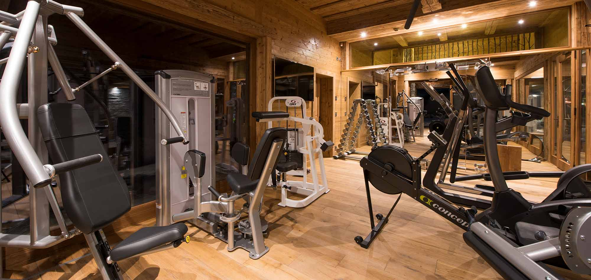 mon_izba_verbier_switzerland_luxury_ski_chalet_gym