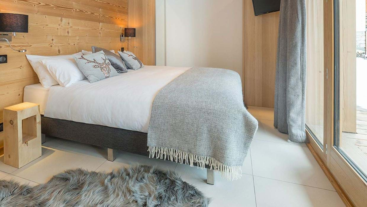chalet_yukon_meribel_bedroom_2_luxury_ski.jpg