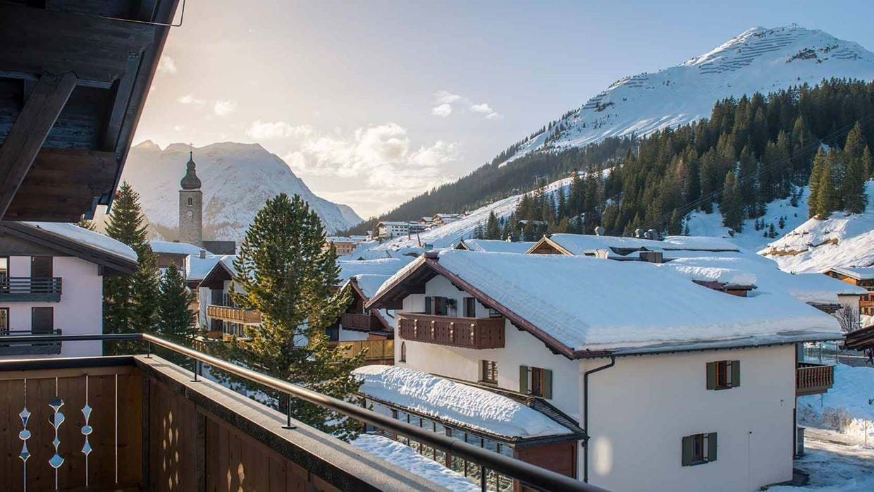 balegia_penthouse_chalet_lech_austria_terrace_view_luxury_ski_holiday.jpg