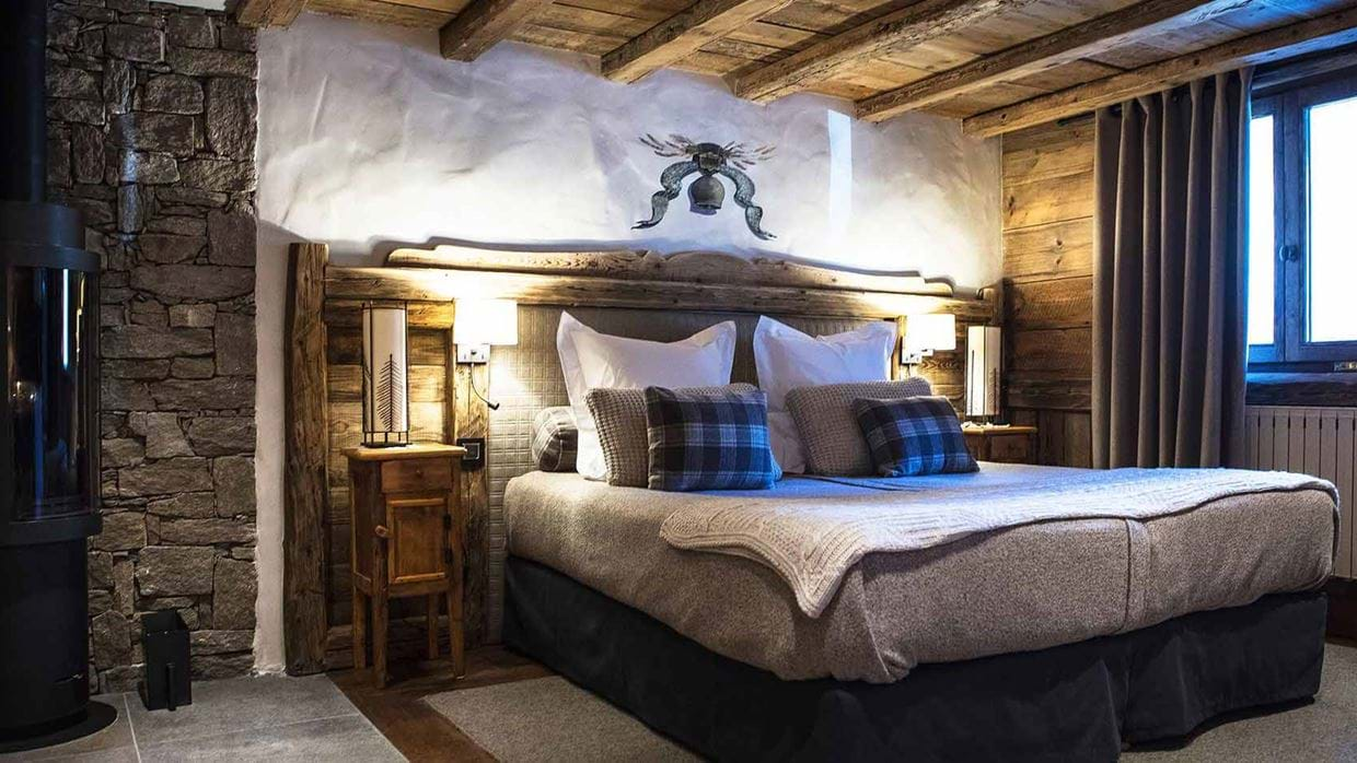 hotel_la_bouitte_st_martin_de_belleville_france_bedroom_3_luxury_ski.jpg