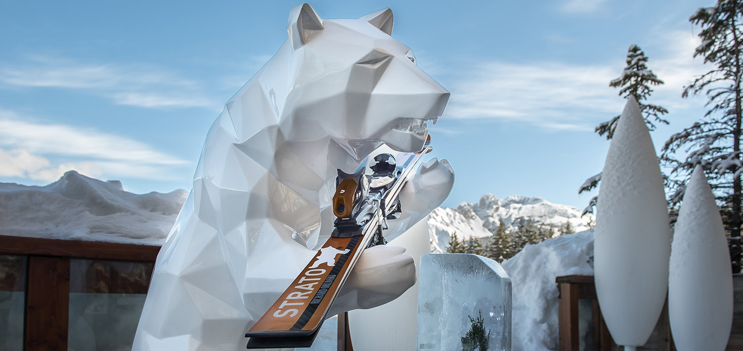 hotel_le_strato_courchevel_1850_france_skiis_bear