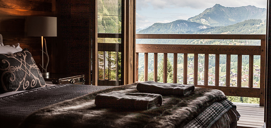 chalet_louis_les_gets_france_luxury_bedroom_view_img