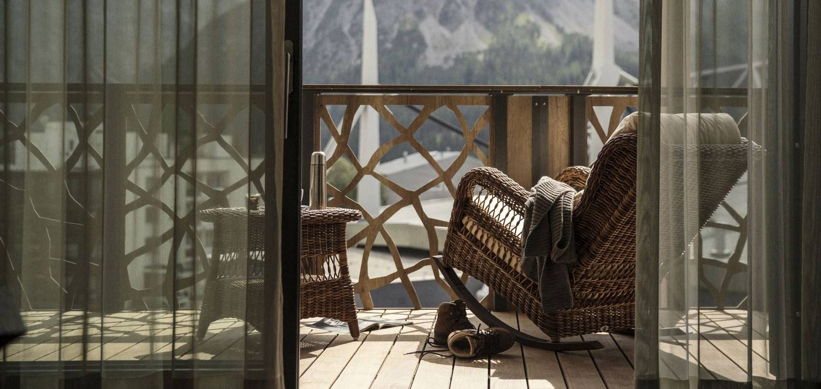 hotel_valsana_switzerland_arosa_terrace_luxury_img