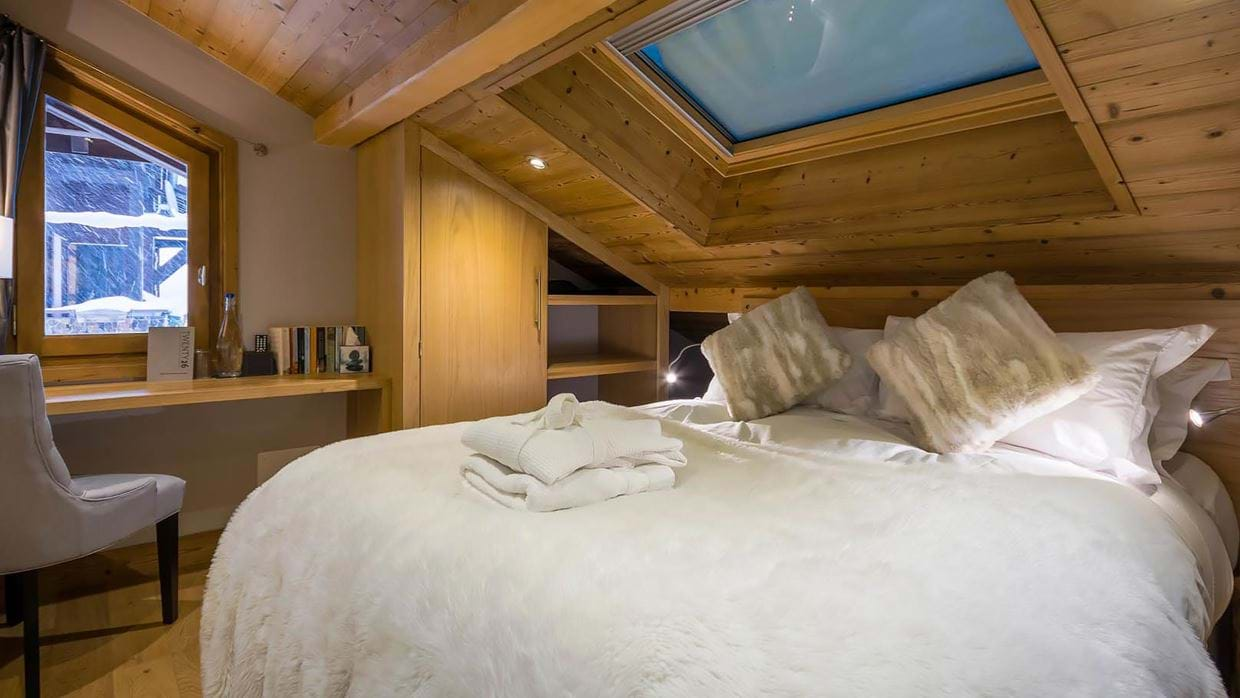 chalet_twenty26_morzine_france_luxury_ski_bedroom_3_img.jpg