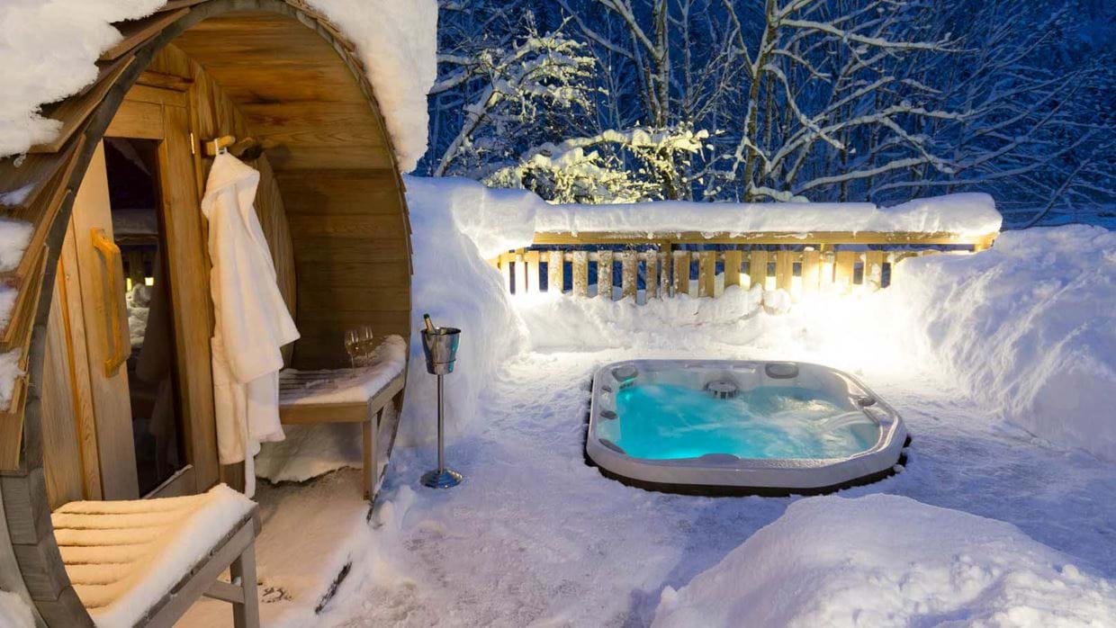 chalet_twenty26_morzine_france_luxury_ski_img_hot_tub.jpg
