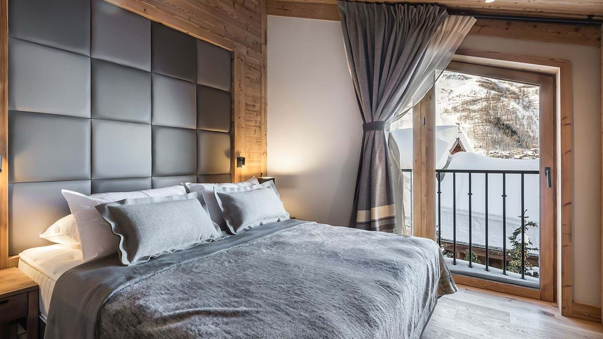 apartment_lorenzo_val_disere_luxury_ski_chalet_oxford_ski_bedroom_2.jpg