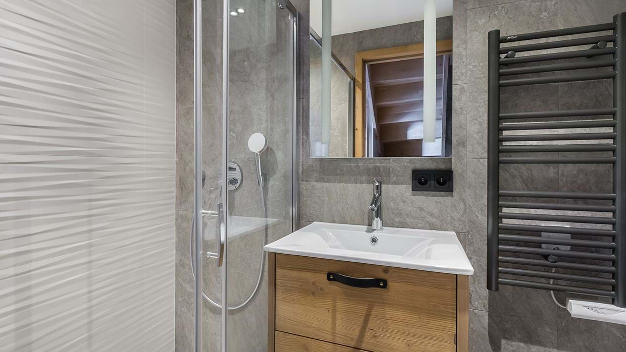 apartment_lorenzo_val_disere_luxury_ski_chalet_oxford_ski_bathroom1.jpg