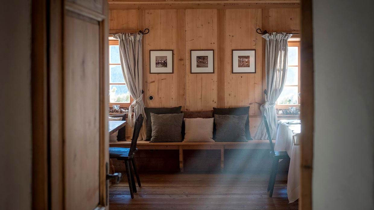 luxury_ski_chalet_white_deer_san_lorenzo_mountain_lodge_plan_de_corones_oxford_ski_bedroom1.jpg