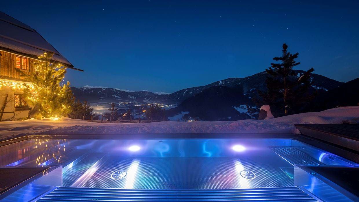 luxury_ski_chalet_white_deer_san_lorenzo_mountain_lodge_plan_de_corones_oxford_ski_pool_night2.jpg