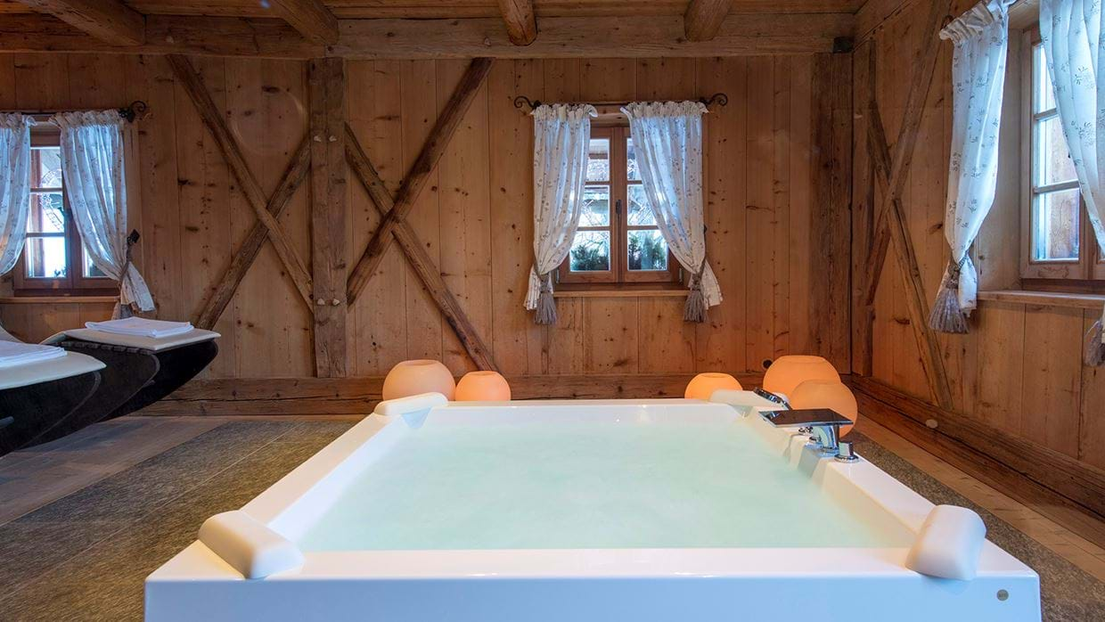 luxury_ski_chalet_white_deer_san_lorenzo_mountain_lodge_plan_de_corones_oxford_ski_spa3.jpg