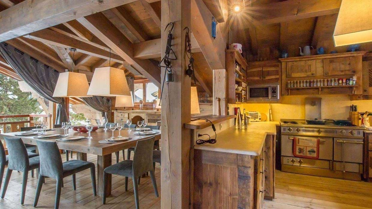 chalet_aspen_courchevel_1850_france_luxury_ski_dining_table_kitchen.jpg