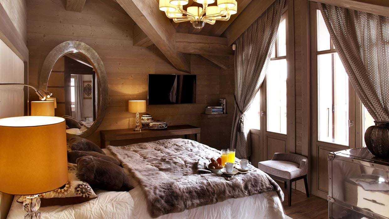 chalet_lys_martagon_courchevel_1850_france_luxury_ski_master_bedroom.jpg