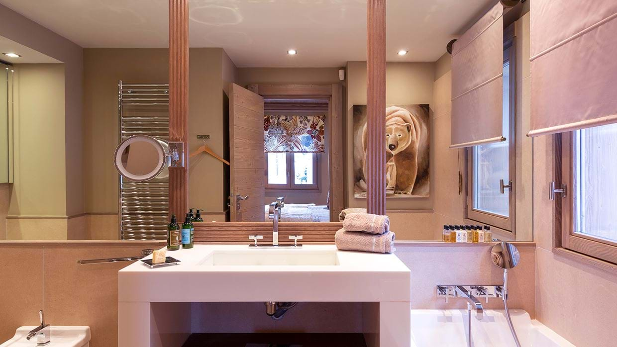 chalet_lys_martagon_courchevel_1850_france_luxury_ski_bathroom_3.jpg