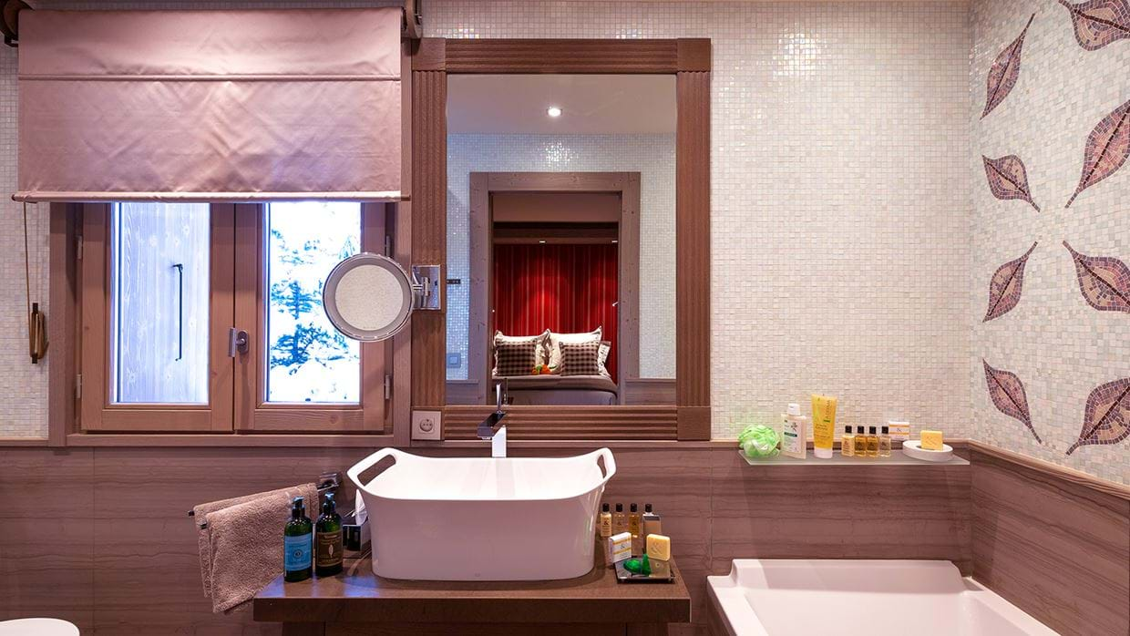 chalet_lys_martagon_courchevel_1850_france_luxury_ski_bathroom_5.jpg
