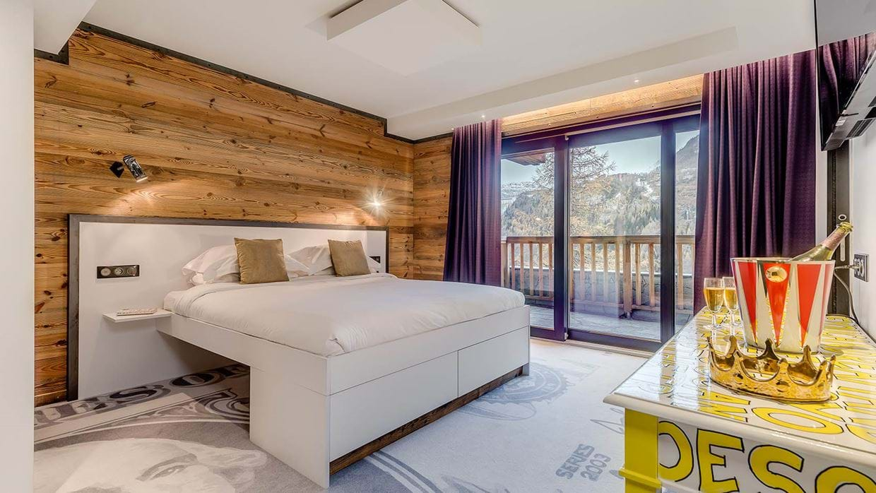 luxury_ski_chalet_banksy_black_diamond_tignes_oxford_ski_bedroom2.jpg