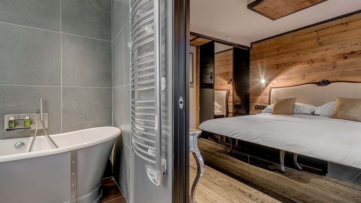luxury_ski_chalet_banksy_black_diamond_tignes_oxford_ski_bathroom14.jpg