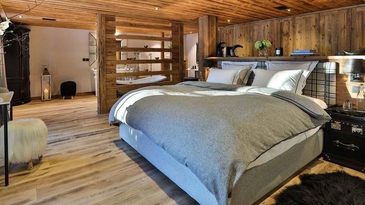 chalet_le_moulin_luxury_ski_chalet_oxford_ski_bedroom_one.jpg