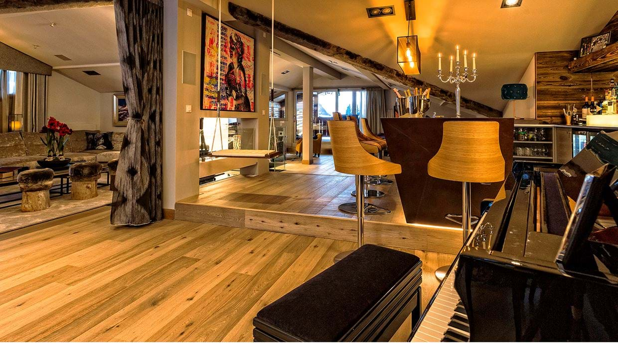 urban_corniche_luxury_ski_chalet_les_gets_self_catered_luxury_ski_piano.jpg