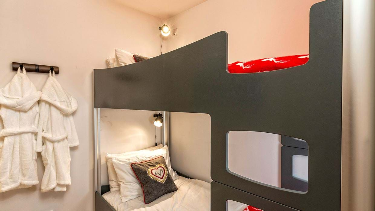 urban_corniche_luxury_ski_chalet_les_gets_self_catered_luxury_ski_bunk_room.jpg