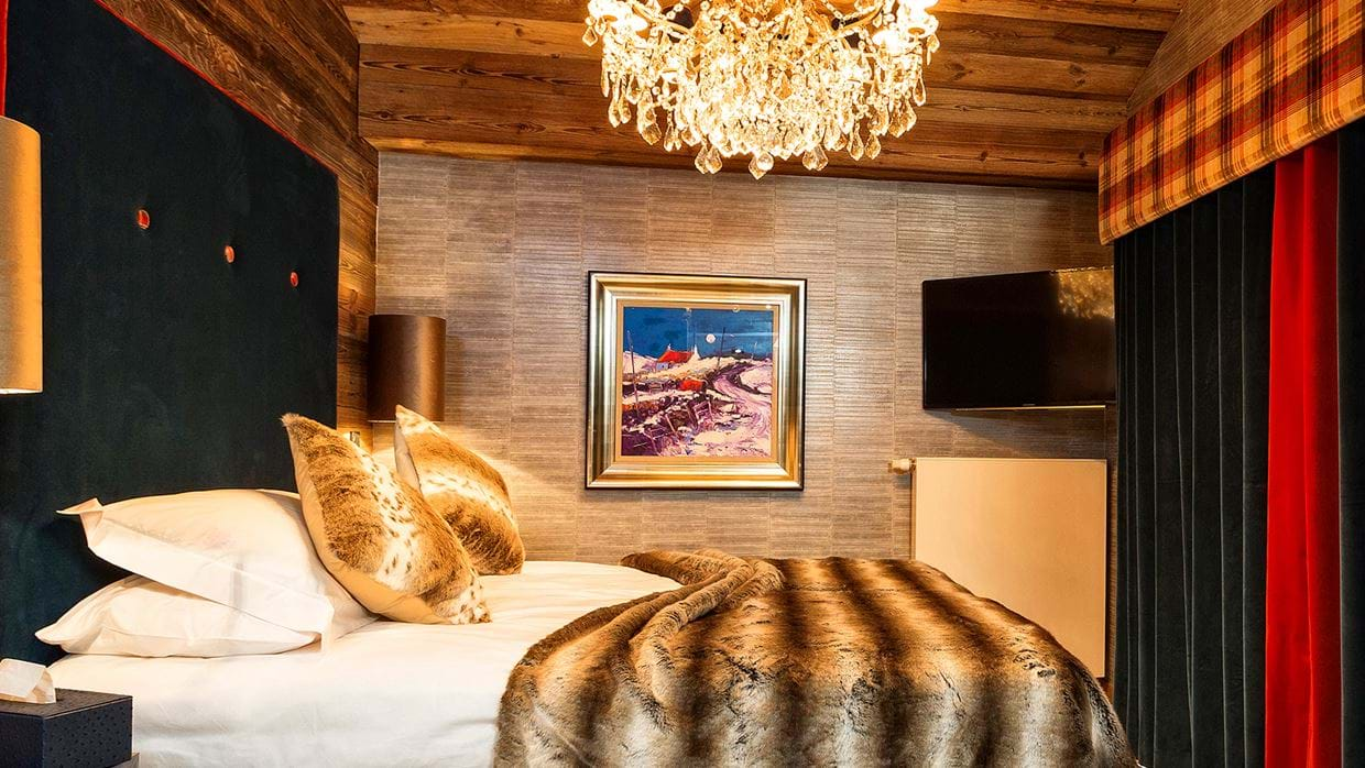 urban_corniche_luxury_ski_chalet_les_gets_self_catered_luxury_ski_bedroom1.jpg