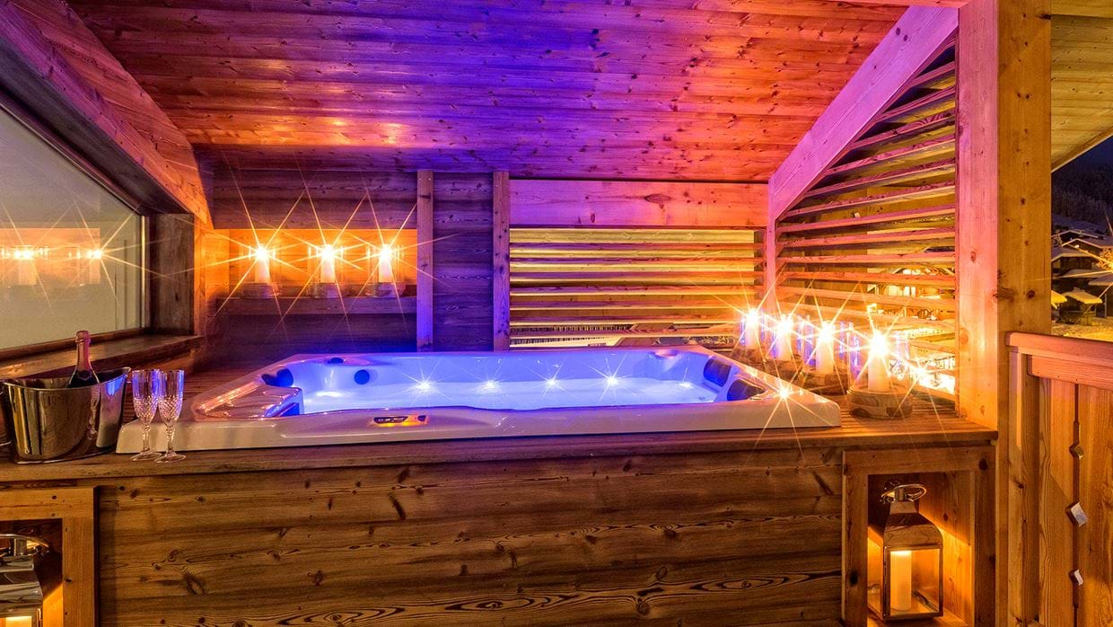 urban_corniche_luxury_ski_chalet_les_gets_self_catered_luxury_ski_hot_tub2.jpg