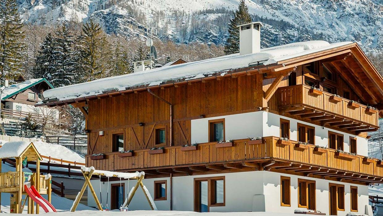 1-Winter-view-chalet.jpg