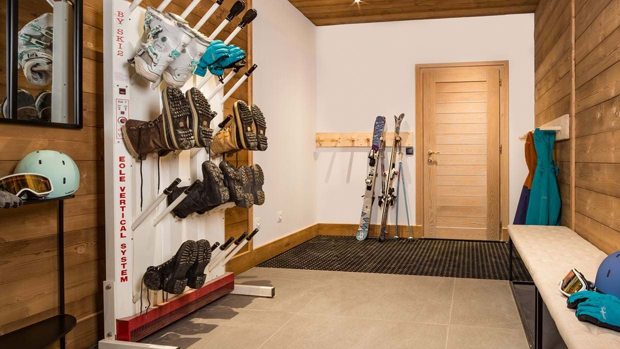 chalet_phoebe_meribel_oxford_ski_bootroom.jpg