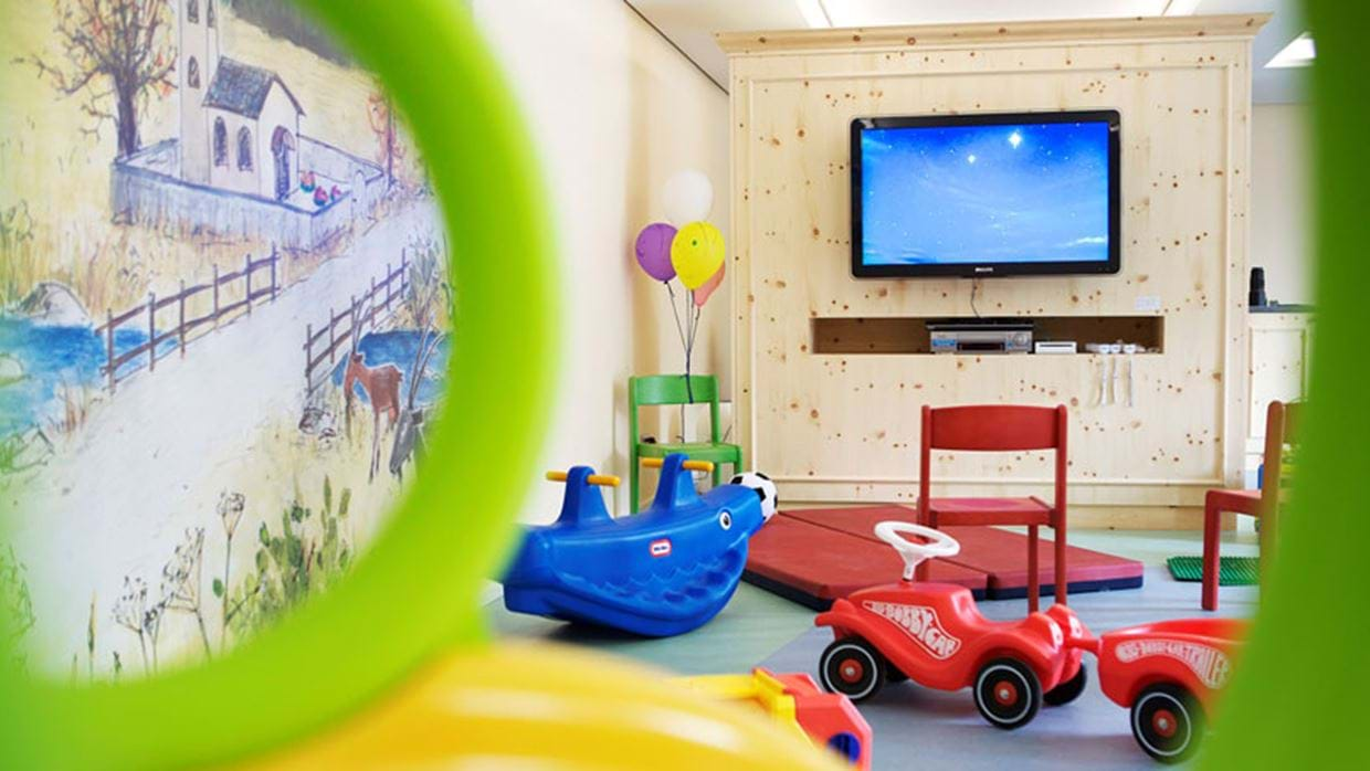 Badrutts_Palace_childrens_playroom.jpg
