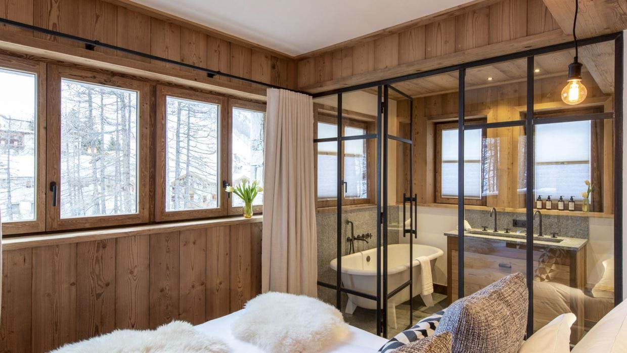 chalet_cala_201_val_disere_luxury_chalet_oxford_ski_master_bedroom_2.jpg