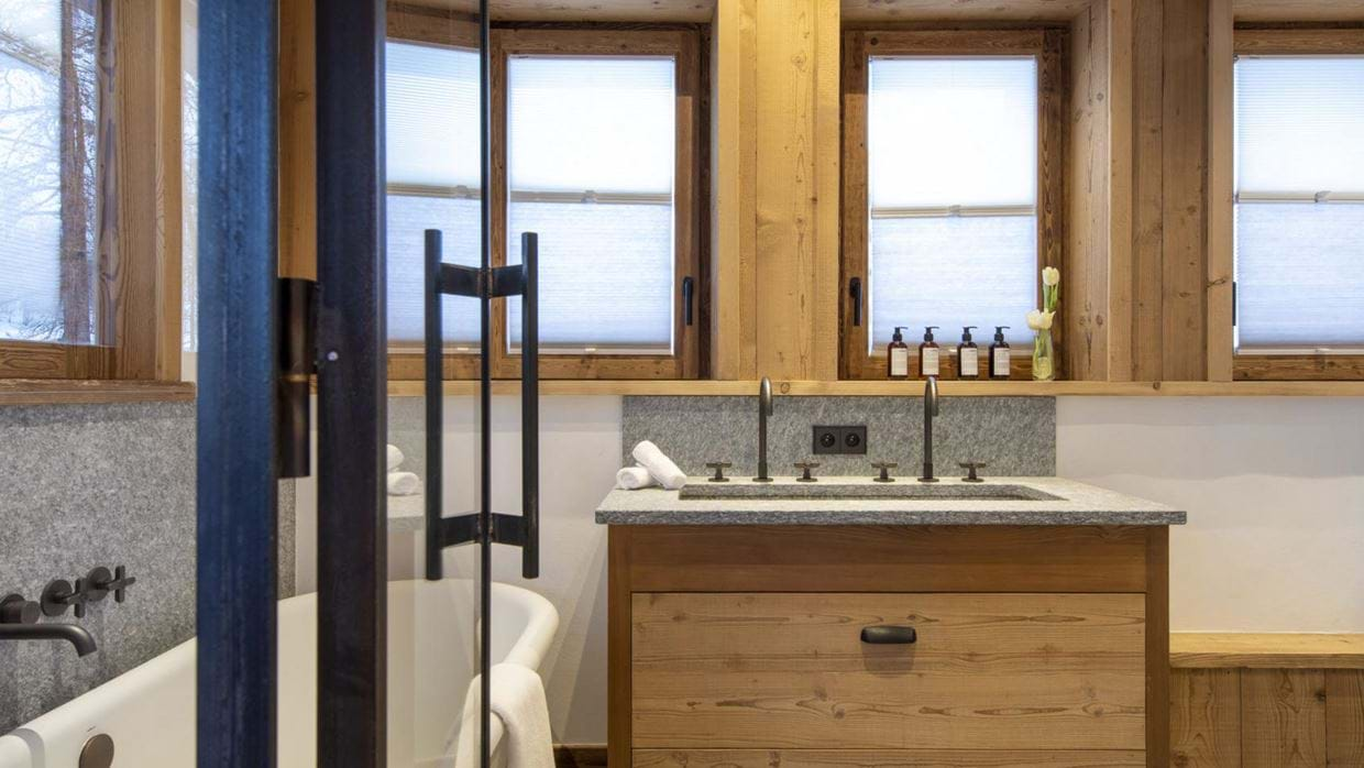 chalet_cala_201_val_disere_luxury_chalet_oxford_ski_bathroom.jpg
