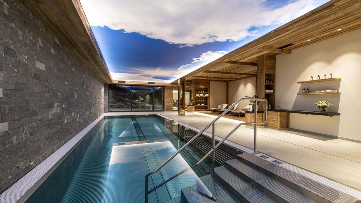 chalech_L_lech_luxury_ski_chalet_oxford_ski_ pool.jpg