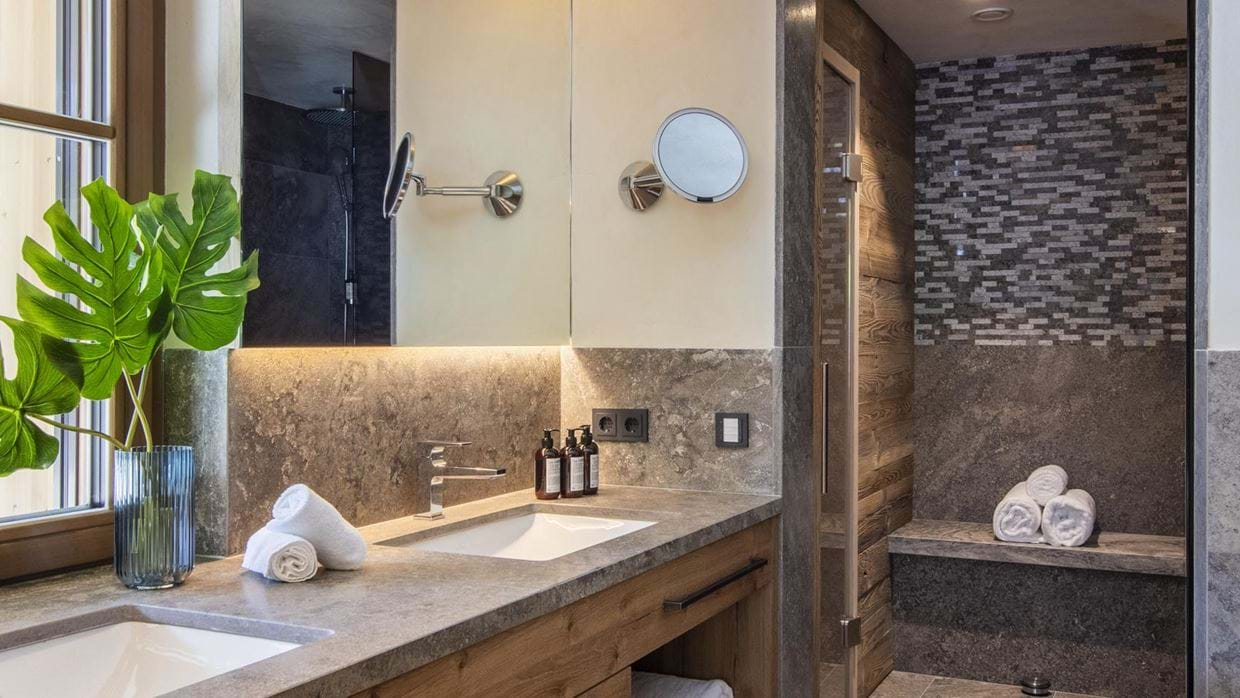 chalech_L_lech_luxury_ski_chalet_oxford_ski_ bathroom13.jpg