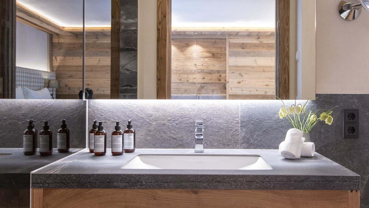 chalech_L_lech_luxury_ski_chalet_oxford_ski_ bathroom4.jpg