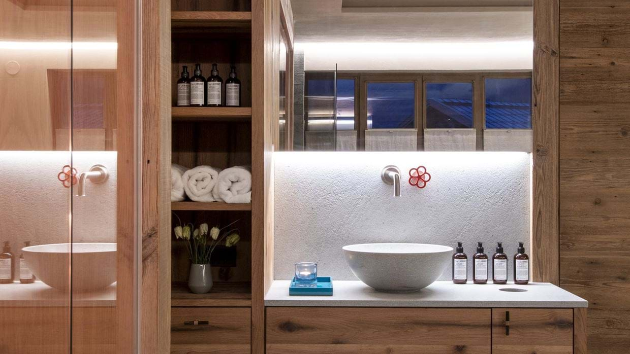 chalech_S_lech_luxury_ski_chalet_oxford_ski_ bathroom.jpg