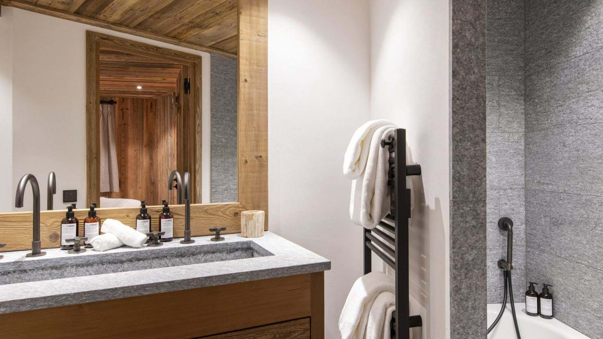 Grand_Pre_3_Val_disere_Oxford_Ski_Bathroom_2.jpg
