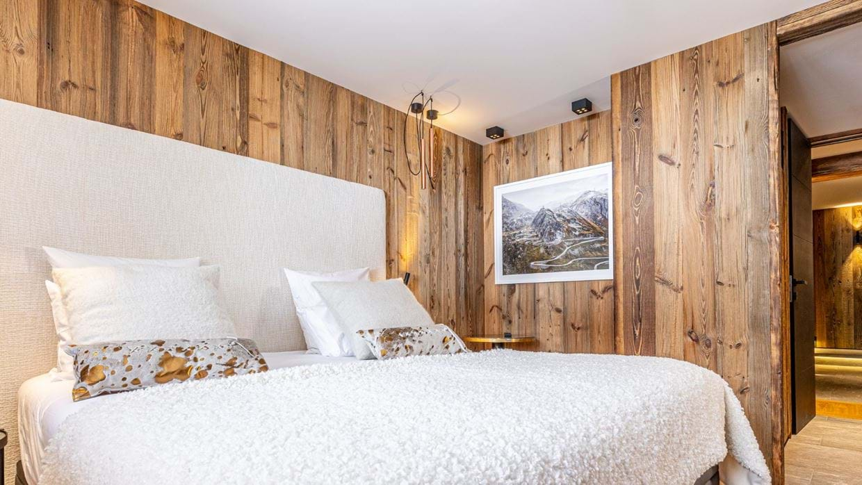 Chalet_Orso_Val_DIsere_Oxford_Ski_Luxury_Chalet_Bedroom_2.jpg