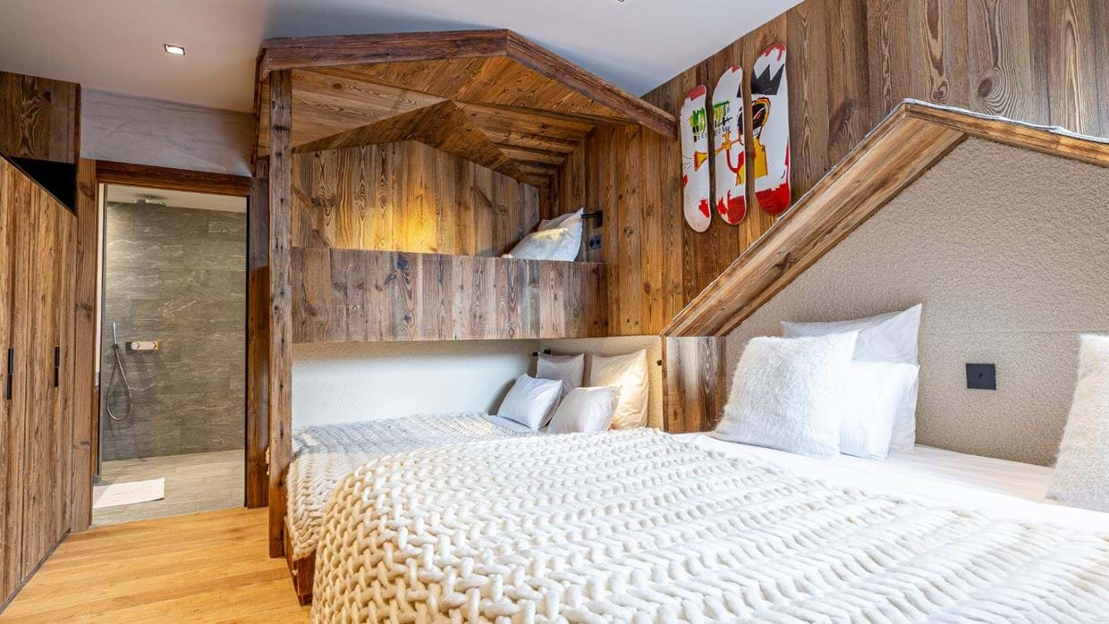 Chalet_Orso_Val_DIsere_Oxford_Ski_Luxury_Chalet_Bedroom_3.jpg