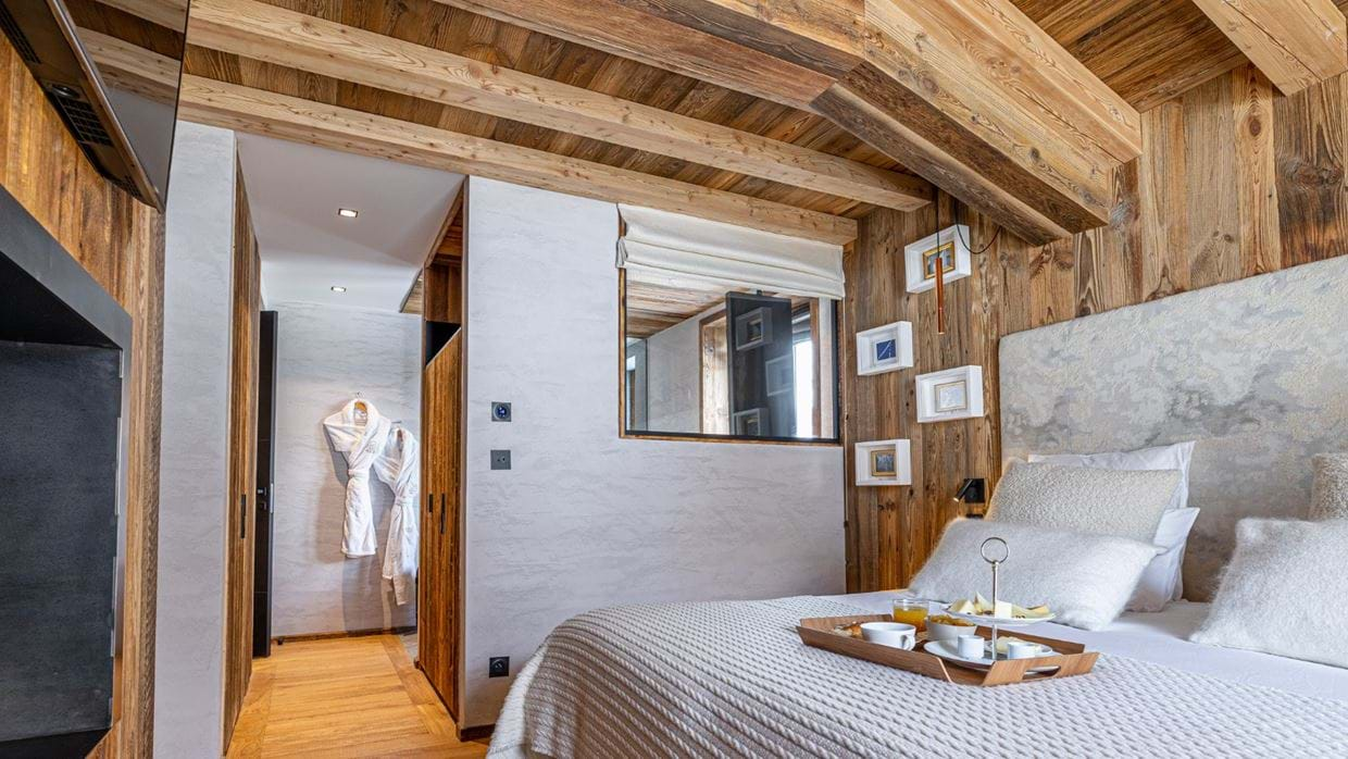 Chalet_Orso_Val_DIsere_Oxford_Ski_Luxury_Chalet_Bedroom_4.jpg