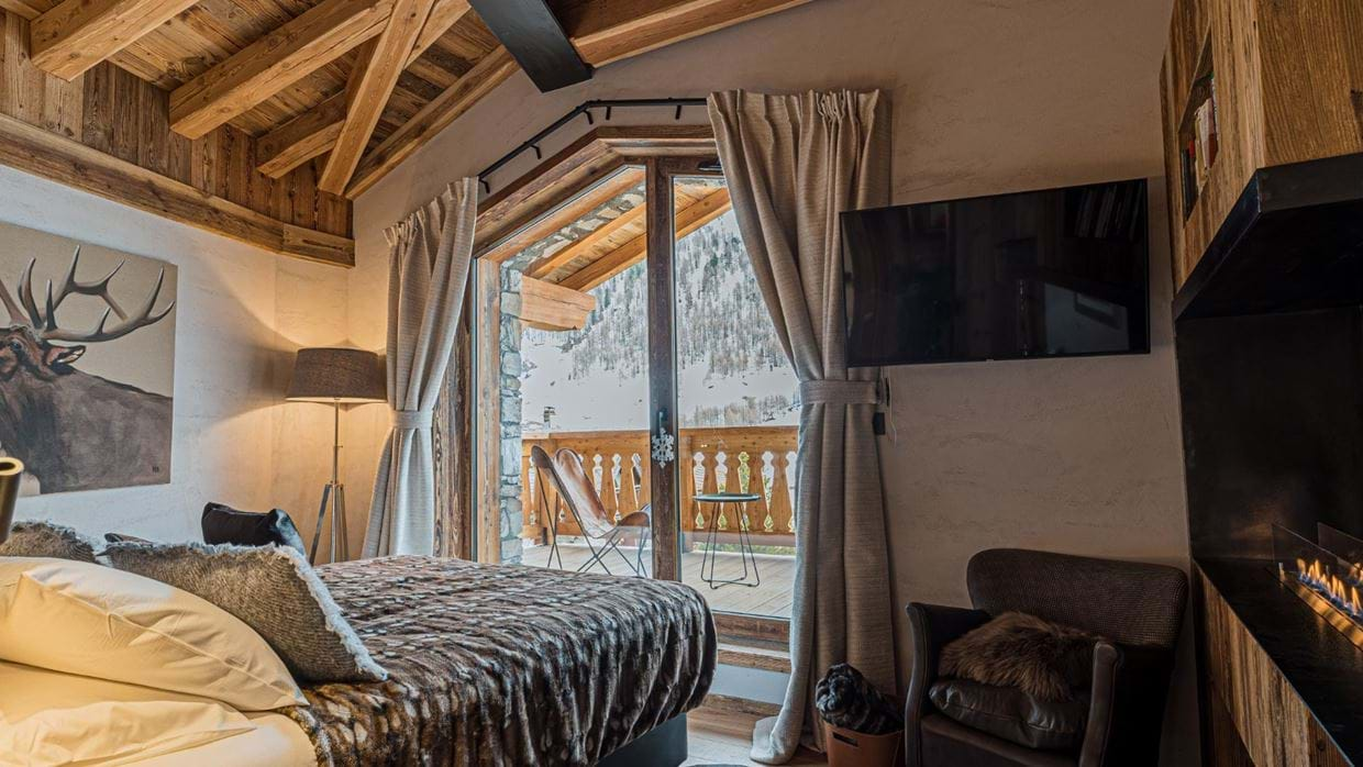 Chalet_Orca_Val_DIsere_Oxford_Ski_Luxury_Chalet_Room_1.jpg