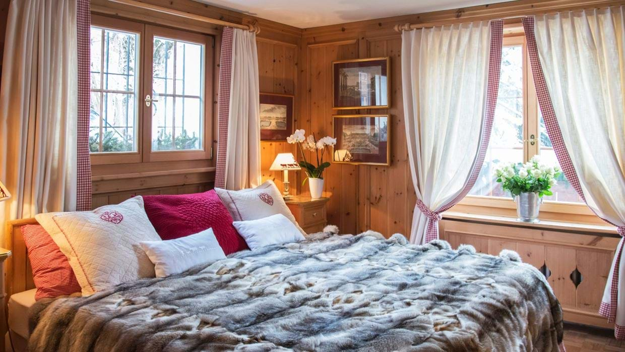 chalet_maldeghem_klosters_oxford_ski_luxury_chalets_bedroom.jpg