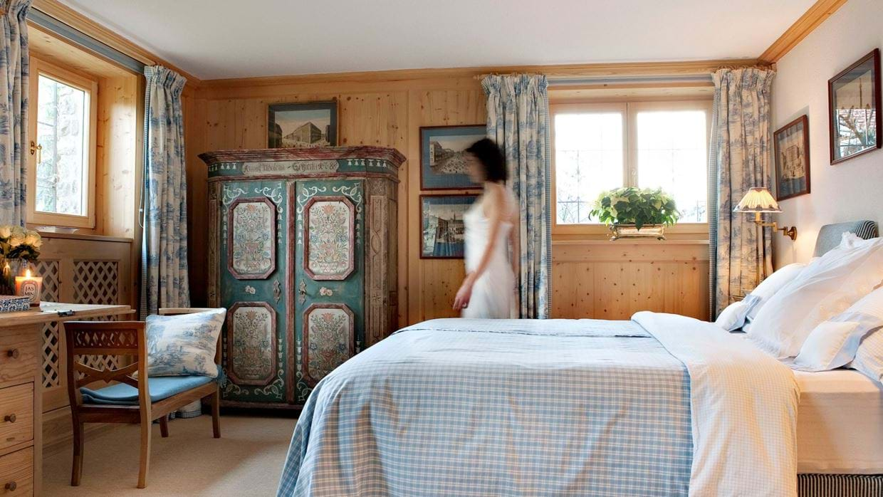 chalet_maldeghem_klosters_oxford_ski_luxury_chalets_bedroom4.jpg