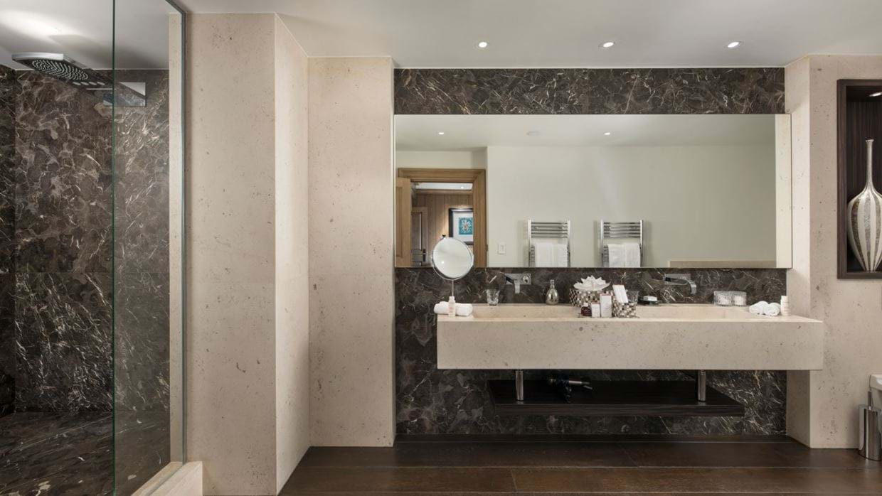 Luxury-ski-chalet-courchevel-chalet-le-blanchot-oxford-ski-bathroom.jpg