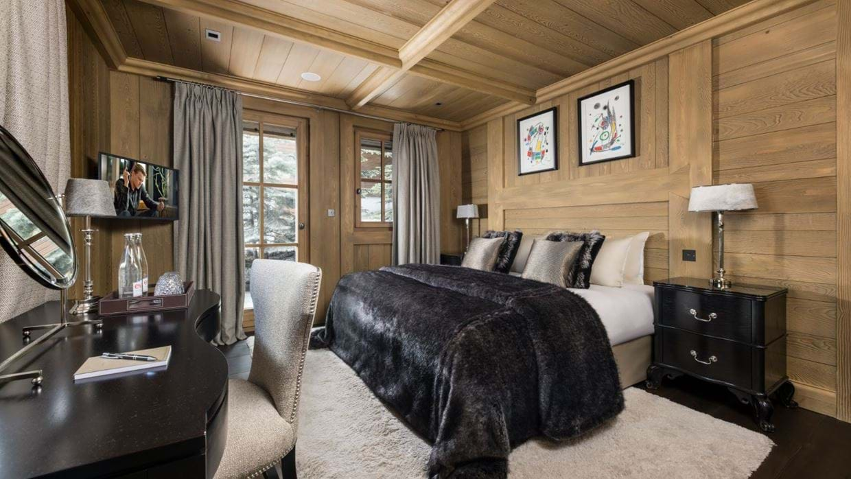 Luxury-ski-chalet-courchevel-chalet-le-blanchot-oxford-ski-bedroom3.jpg
