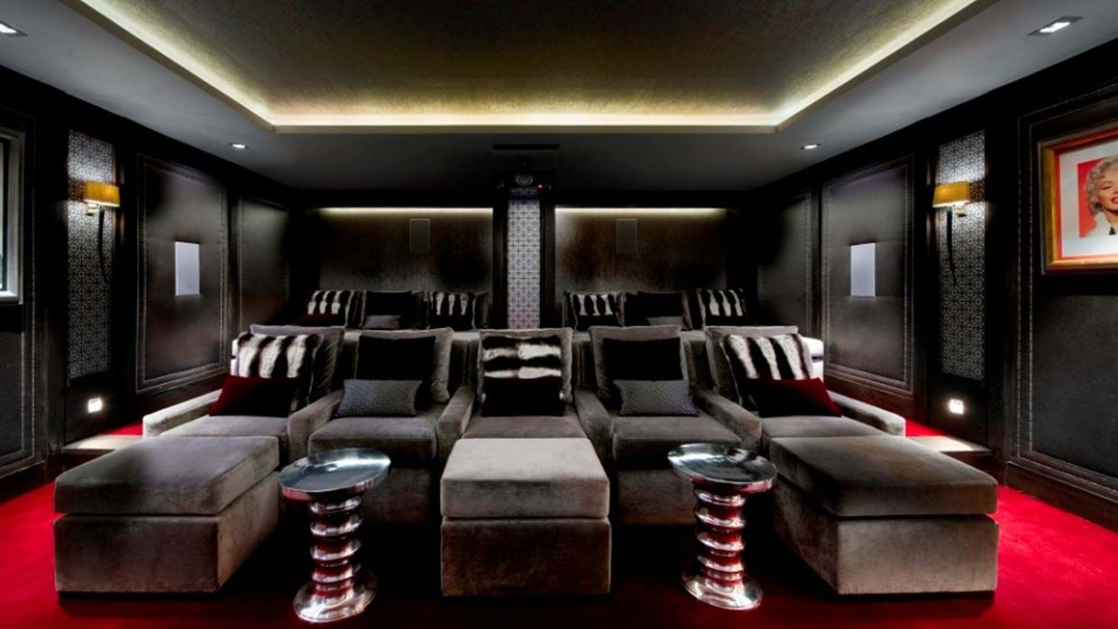 Luxury-ski-chalet-courchevel-chalet-le-blanchot-oxford-ski-cinema.jpg